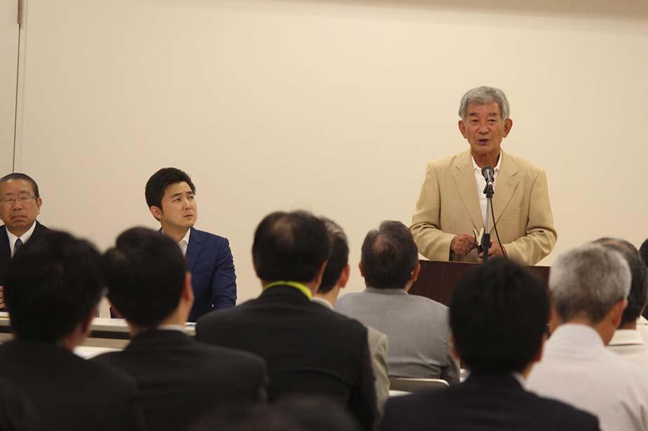 東海市の太田川駅前のソラト太田川で後援会の会合が開催され、皆様に挨拶