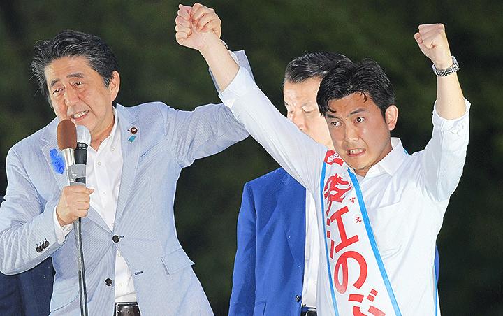 安江のぶお候補(愛知選挙区)の必勝へ支援を呼び掛ける安倍首相=14日 名古屋市