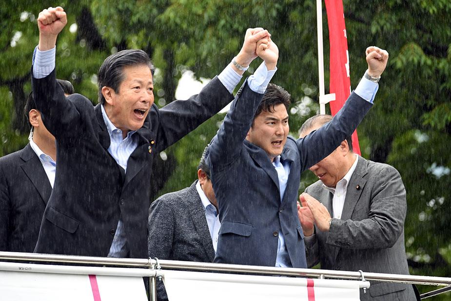 街頭演説会での山口代表と安江