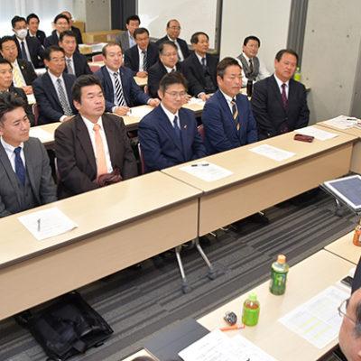 党愛知県本部の会合であいさつする伊藤県代表=同 名古屋市