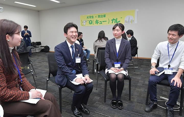 「学生の声を国政に届けるのが使命だ」と強調する安江学生局長