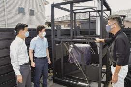 工場の防災対策さらに/積荷転落防止装置を視察/安江氏が愛知・半田市の企業で