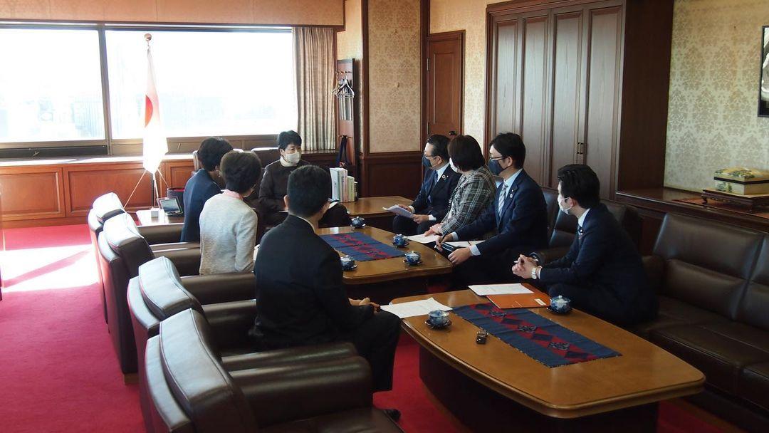 公明党不払い養育費問題対策プロジェクトチームで、「不払い養育費問題の抜本的解決に向けた提言」を、上川陽子法務大臣に提出