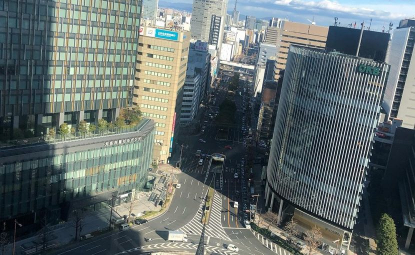 名古屋駅の桜通口にある円錐柱「飛翔」