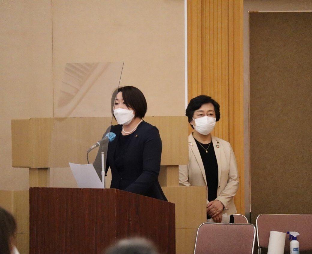 司会進行は国本礼子大府市議、 開会の挨拶を柴崎智子同市議